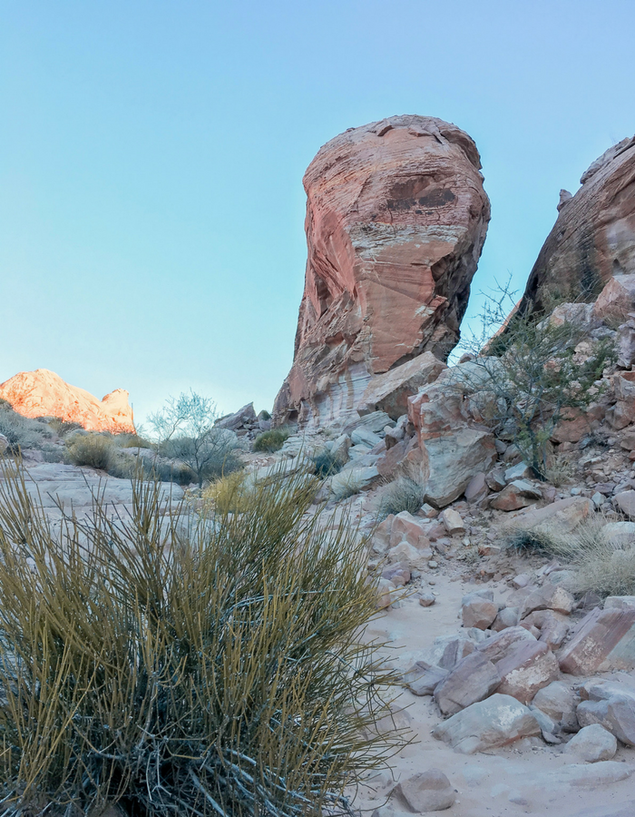 A precarious looking rock along the White Domes Trail in Valley of Fire